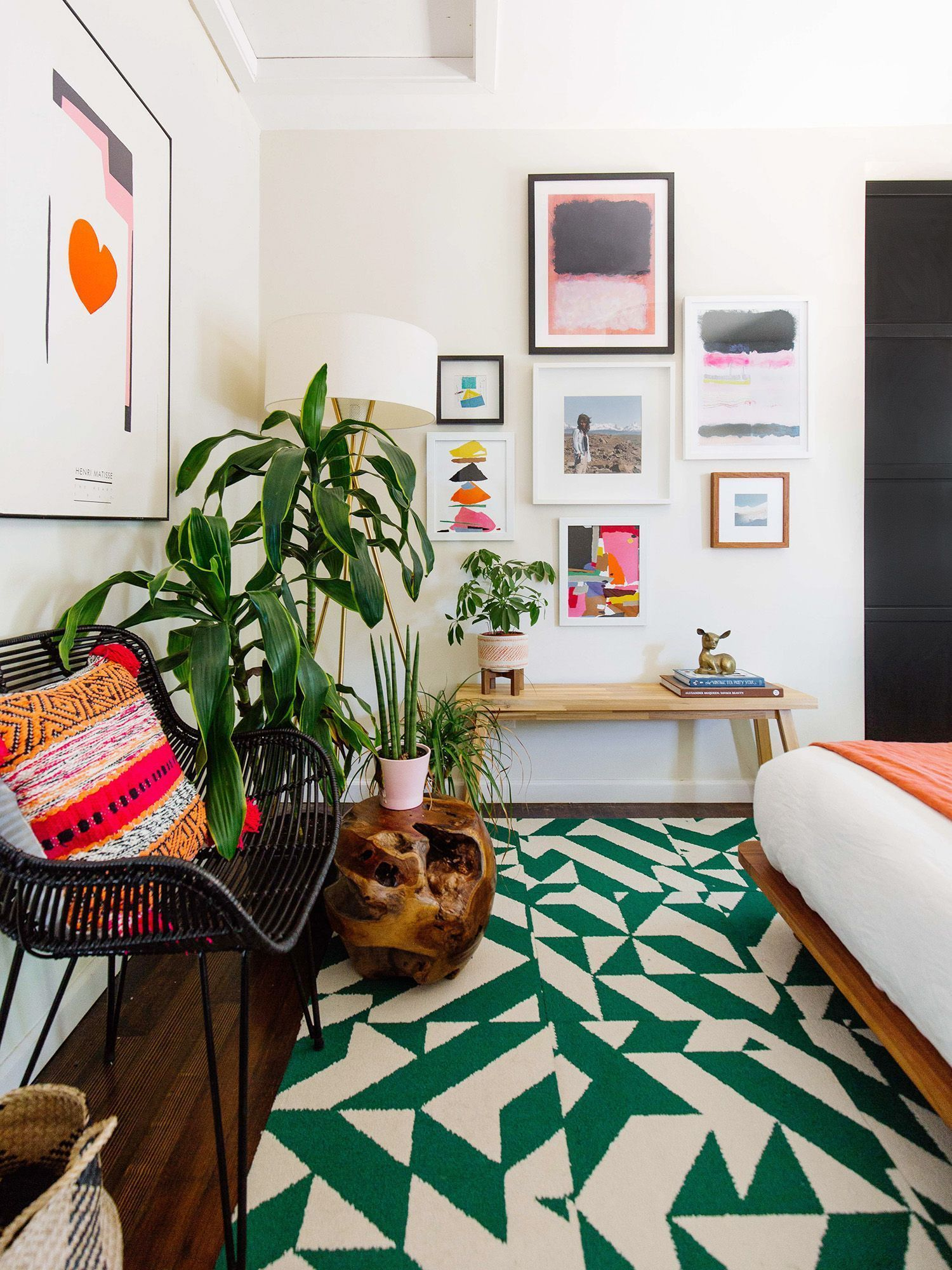 To really make you guest dazzle and yourself to try picking out a rug in a bright and playful color like a lively green the electric hue will pop and