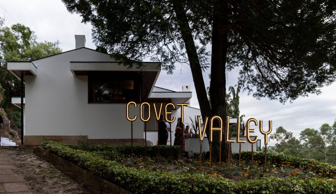 Covet Valley: The Trendiest Mid-Century Modern House
